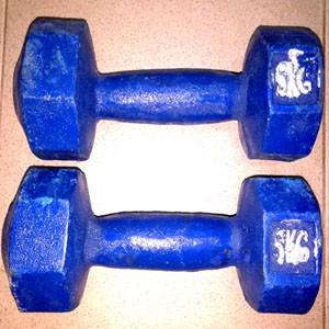 Blue-dumbbell-10-kg-fitness