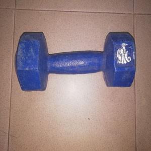 Blue-dumbbell-5-kg-fitness